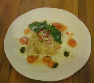 冷製トマトソースのパスタ